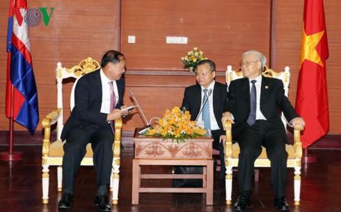Sekjen KS PKV,  Nguyen Phu Trong: Memperkuat kerjasama antara daerah Vietnam dan Kamboja - ảnh 1