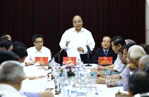 PM Vietnam, Nguyen Xuan Phuc melakukan temu kerja dengan Gabungan Asosiasi Sastra dan Seni Vietnam - ảnh 1