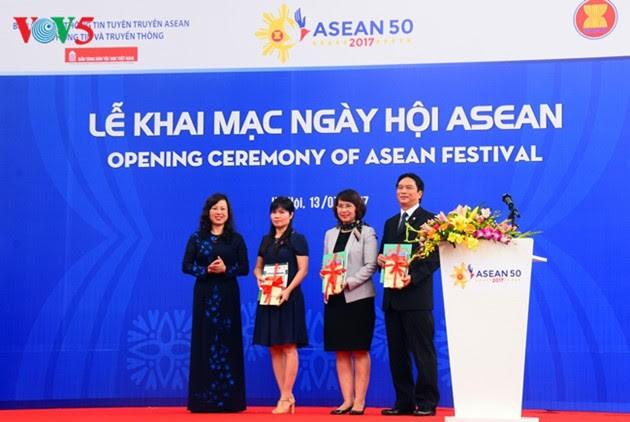 ASEAN-50 tahun musyawarah dan mufakat untuk berkembang - ảnh 17