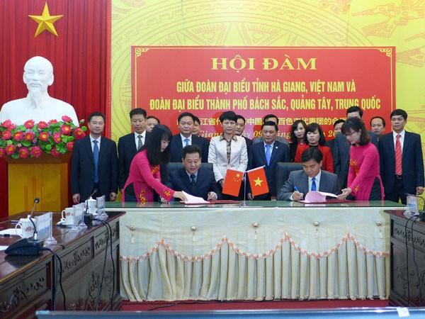Bekerjasama mengelola tenaga kerja lintas perbatasan antara Propinsi Ha Giang (Vietnam) dan kota Baise (Tiongkok) - ảnh 1