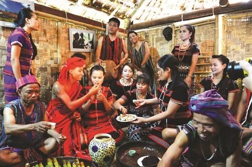 Upacara pernikahan dari warga etnis minoritas Pa Ko dengan berbagai ritual yang istimewa - ảnh 1