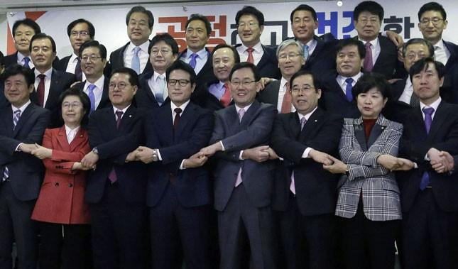 Partai yang berkuasa di Republik Korea menentang  penggelaran senjata nuklir taktis - ảnh 1
