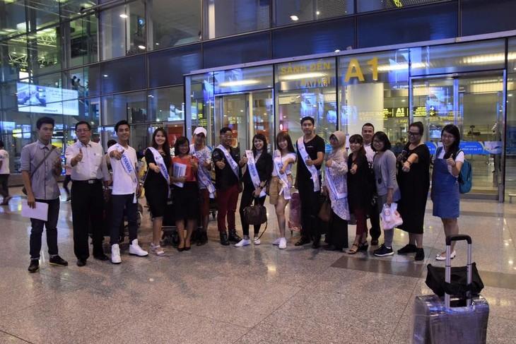 """Para penyanyi Indonesia menghadiri Kontes  """"Nyanyian ASEAN+3"""" - ảnh 1"""