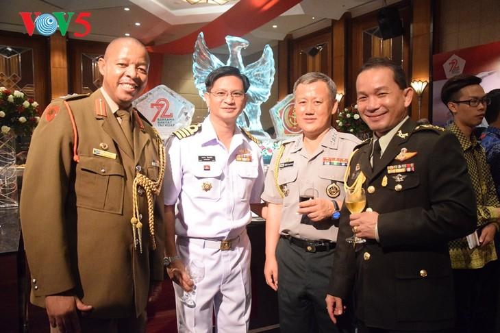 Peringatan ultah ke-72  berdirinya TNI (1945-2017) di Kota Hanoi - ảnh 10