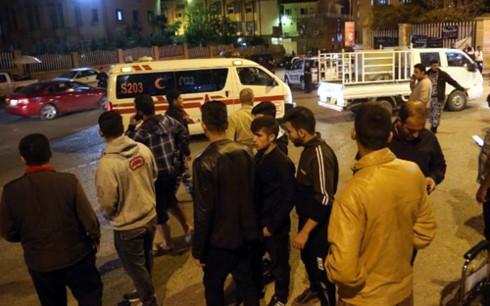 Ratusan orang telah tewas dalam gempa bumi di perbatasan Iran dan Irak - ảnh 1