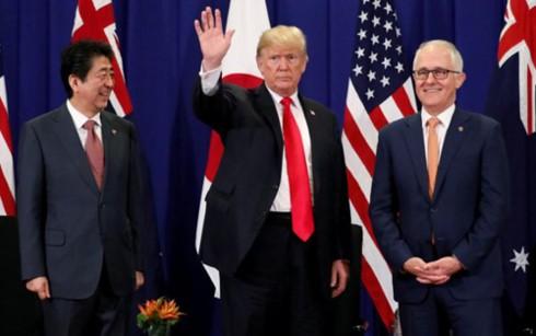 Pemimpin Jepang, AS dan Australia melakukan pertemuan di sela-sela KTT ASEAN - ảnh 1