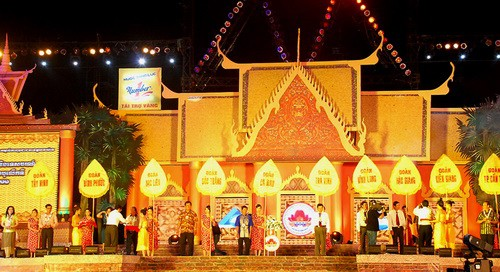 Membangkitkan potensi kebudayaan yang beraneka-ragam  dan unik dari warga etnis Khmer Nam Bo - ảnh 1