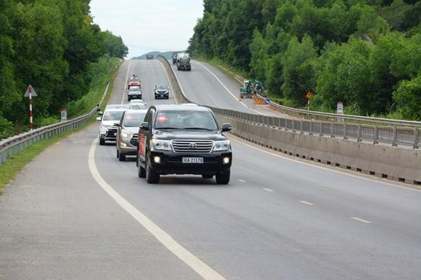 MN Vietnam mengesahkan haluan membangun beberapa penggalan jalan tol di jalur Utara-Selatan  - ảnh 1