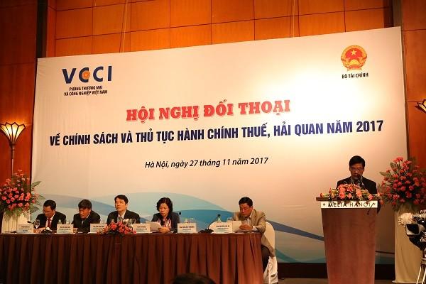 Melakukan reformasi pajak dan bea cukai untuk membantu lingkungan bisnis di Vietnam naik kelas - ảnh 1