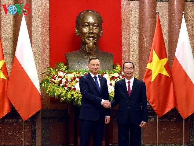 Presiden Tran Dai Quang memimpin Resepsi kenegaraan untuk menyambut Presiden Republik Polandia - ảnh 1