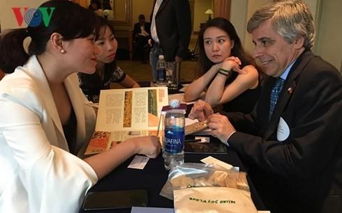 Badan usaha  Vietnam dan Argentina berbahas tentang keunggulan pertanian - ảnh 1