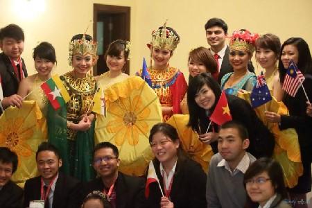 Mahasiswa ASEAN berkibkat ke komunitas kemakmuran bersama  - ảnh 1