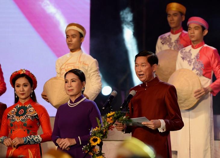 """Pembukaan pesta baju """"Ao Dai"""" kota Ho Chi Minh 2018 - ảnh 1"""