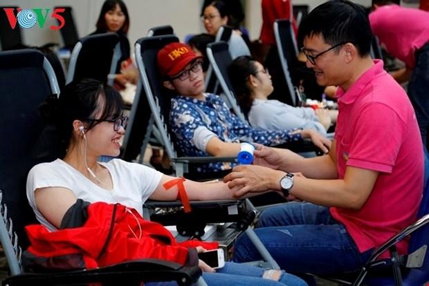 Kira-kira 1000 unit darah diterima pada hari pertama dari Pesta Musim Semi Merah - ảnh 1