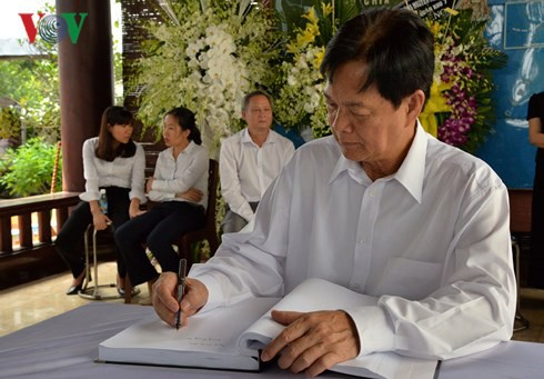 Mantan PM Vietnam, Nguyen Tan Dung dan banyak warga datang melayat Mantan PM Phan Van Khai - ảnh 1
