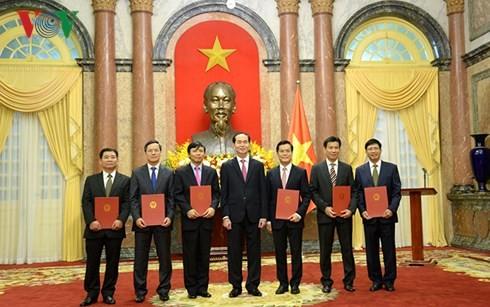 Presiden Tran Dai Quang menyampaikan keputusan pengangkatan sebagai   Dubes kepada para diplomat - ảnh 1