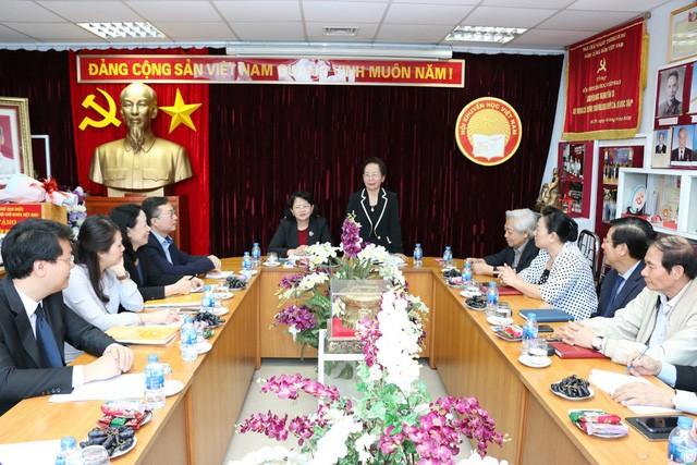 Wapres Vietnam, Dang Thi Ngoc Thinh melakukan temu kerja dengan Asosiasi Penyuluhan Belajar Vietnam - ảnh 1