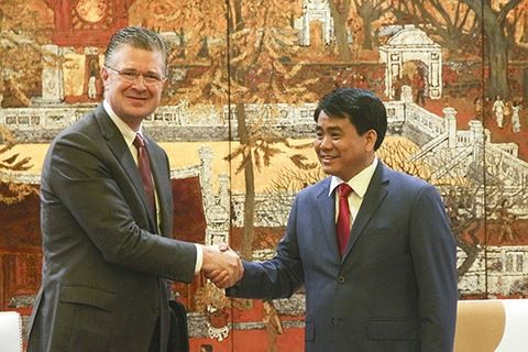 Kota Hanoi ingin bekerjasama dengan berbagai grup teknologi besar dari AS - ảnh 1