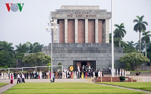 Acara peringatan ultah ke-70 Hari Presiden Ho Chi Minh mengeluarkan Seruan kompetisi patriotik - ảnh 3