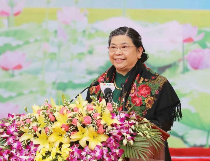 Wakil Harian Ketua MN VN, Tong Thi Phong melakukan kontak dengan pemilih Provinsi Son La - ảnh 1