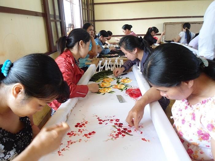Perkenalan sepintas lintas tentang kerajinan bordir  di Vietnam - ảnh 1