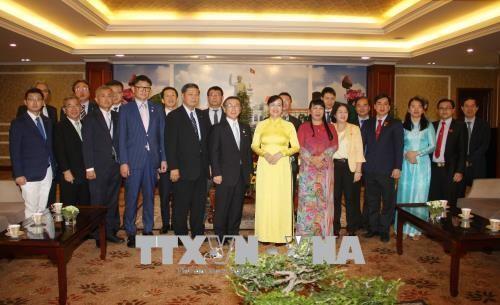 Mendorong kerjasama di banyak bidang antara Kota Ho Chi Minh dan Propinsi Fukuoka (Jepang). - ảnh 1