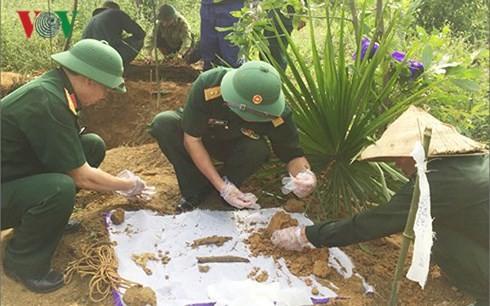 Vietnam-Kamboja memperkuat mencari,  menggali, merepatrealisasi tulang belulang prajurit sukarela dan pakar Vietnam yang gugur di Kamboja - ảnh 1