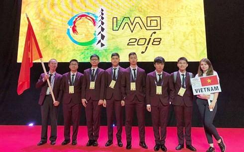 Keenam pelajar  Vietnam yang menghadiri Olimpiade Matematika Internasional 2018 meraih medali - ảnh 1