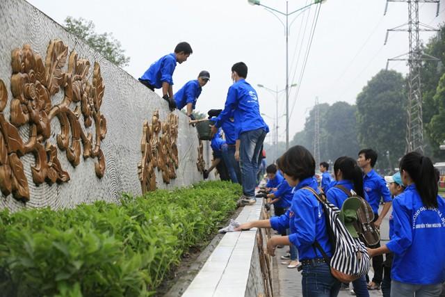 Kaum pemuda Ibukota Hanoi dengan banyak aktivitas sukarela  yang kreatif - ảnh 1