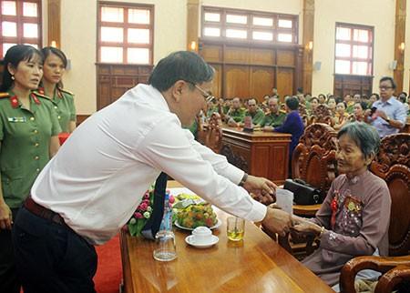 Banyak aktivitas praksis untuk untuk memperingati ultah ke-71 Hari Prajurit Disabilitas  dan Martir  - ảnh 1
