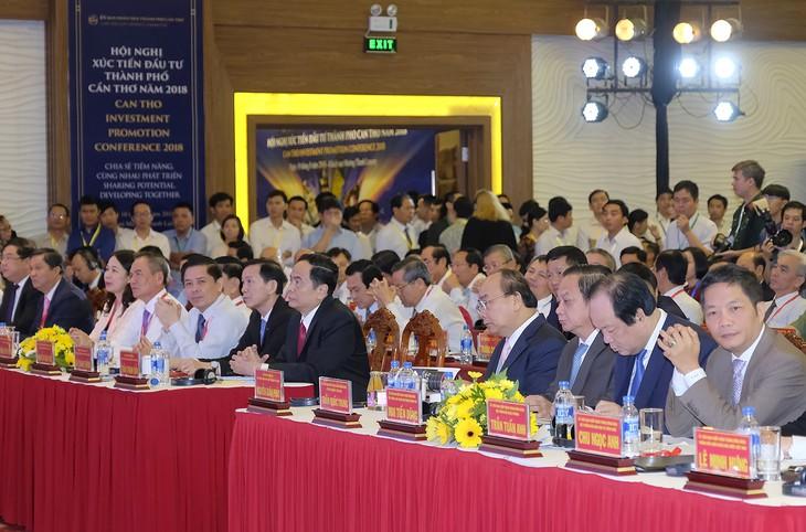 PM Vietnam, Nguyen Xuan Phuc menghadiri Konferensi Promosi Investasi di Kota Can Tho tahun 2018. - ảnh 1