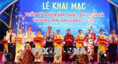 Lebih dari 500 gerai ikut pada Pekan Budaya Kuliner, Pariwisata dan Perdagangan An Giang 2018 - ảnh 1