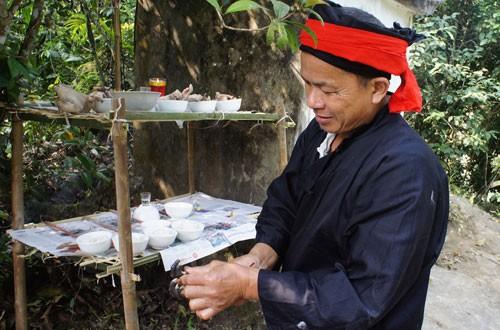 Upacara sedekah kepada hutan dari warga etnis minoritas Dao  - ảnh 1