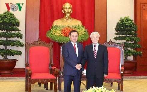 Sekjen Nguyen Phu Trong menerima delegasi Pengurus Besar Front Laos demi Pembangunan Tanah Air - ảnh 1