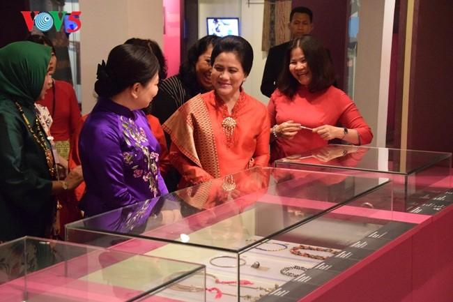 Istri Presiden Indonesia, Ibu Iriana Joko Widodo mengunjungi Museum Wanita Vietnam - ảnh 3