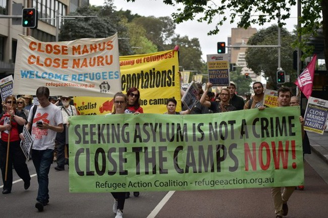 Masalah migran: Pawai di Austria  untuk memprotes kebijakan bermigrasi dari Uni Eropa - ảnh 1