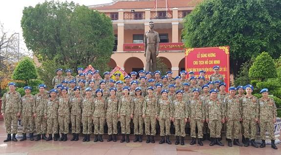 Pasukan penjaga perdamaian Vietnam mencanangkan kompetisi sebelum berangkat - ảnh 1