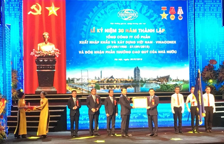 Deputi PM, Vuong Dinh Hue menghadiri upacara peringatan ultah ke-30 pembentukan Perusahaan Umum Vinaconex - ảnh 1