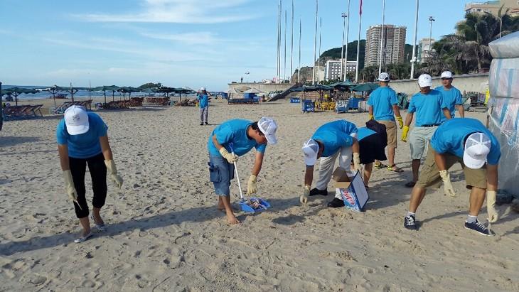 Vietnam menyambut Hari Internasional membersihkan pantai - ảnh 1