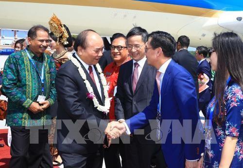 PM Viet Nam, Nguyen Xuan Phuc  tiba di Pulau Bali, Indonesia, mulai bertemu dengan para pemimpin ASEAN - ảnh 1
