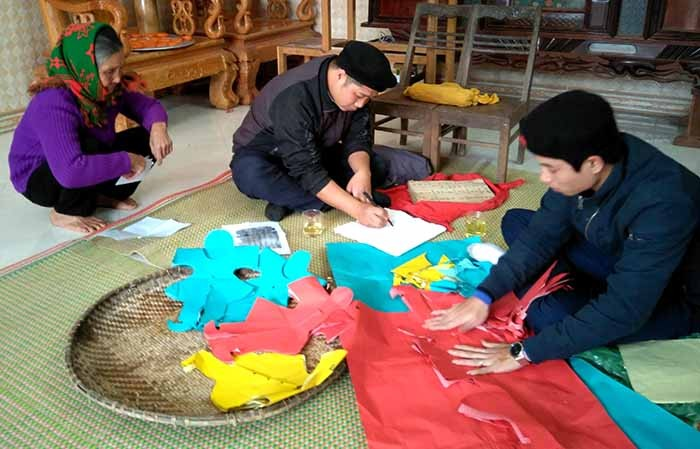 Adat istiadat merayakan HUT sebagai balas budi terhadap kaum lansia dari warga etnis minoritas Nung di provinsi Thai Nguyen - ảnh 1