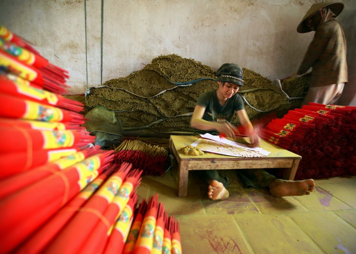 Memandangi kecantikan wanita Vietnam ketika sedang bekerja - ảnh 2