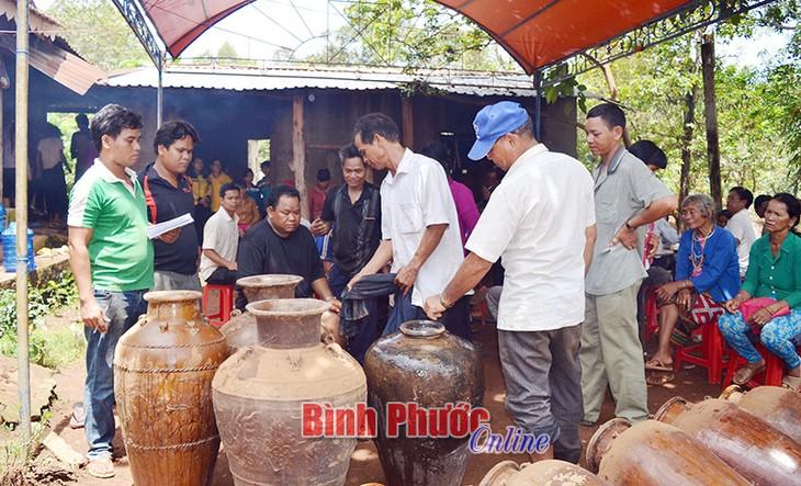 Adat memberi barang sebagai  balasan dari warga etnis minoritas Stieng - ảnh 1