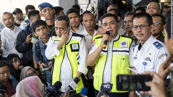 Pekerjaan pencarian dan pertolongan para korban kecelakaan pesawat terbang JT 610 jatuh di laut - ảnh 14