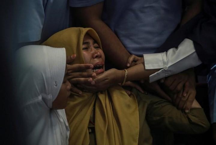 Pekerjaan pencarian dan pertolongan para korban kecelakaan pesawat terbang JT 610 jatuh di laut - ảnh 15