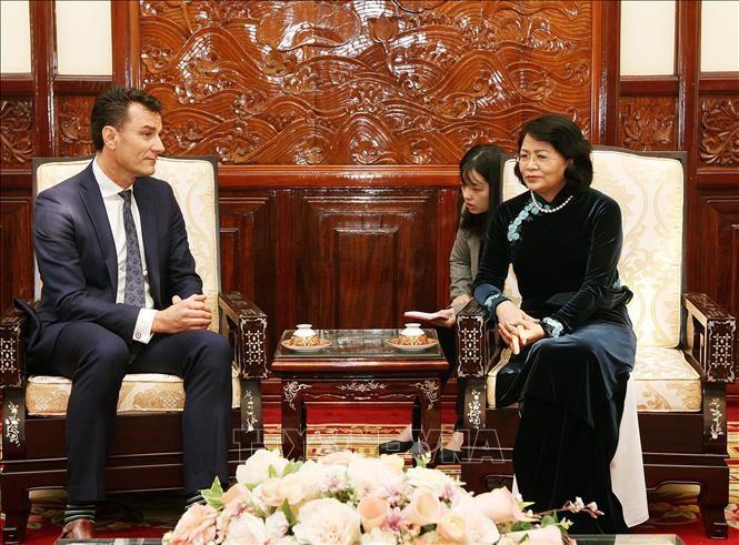 Vietnam mendukung semua perusahaan Kanada melakukan  bisnis  secara efektif dan memberikan kepentingan bagi kedua fihak - ảnh 1