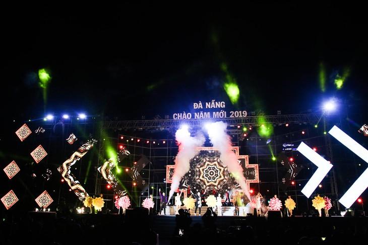 Menyampaikan suasana Tahun Baru 2019 di Vietnam - ảnh 1