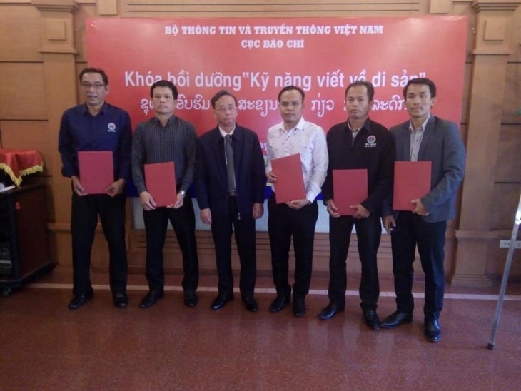 Menyosialisasikan pusaka, negeri dan manusia Vietnam di  media Laos - ảnh 1