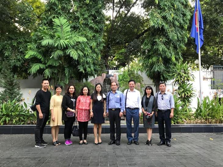 Rombongan pokja VOV melakukan kunjungan survei untuk membentuk Perwakilan Tetap VOV  kawasan ASEAN di Indonesia - ảnh 1