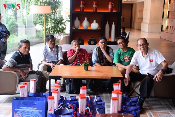 """VOV5 melakukan pertemuan dan menyampaikan penghargaan """"Pendengar Tipikal tahun 2018"""" di Jakarta, Indonesia - ảnh 2"""